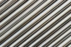 Textuur van de pijpsoort van het chroomstaal op diagonale, abstracte achtergrond royalty-vrije stock foto's