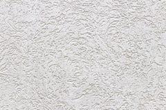 Textuur van een fragment van een muur van een moderne structuur van witte kleur Ruwheid in de stijl van schorskever Een achtergro stock foto's