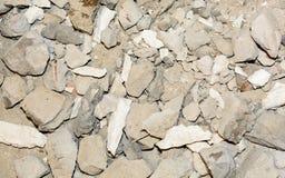 Textuur van een gebroken betonweg, muren stock foto's