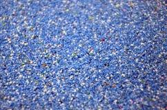Textuur van een gekleurd korrelig zand dicht omhoog Blauwe korrels royalty-vrije stock afbeelding