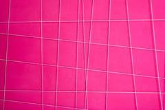 Textuur van een roze abstracte muur met witte geometrische lijnen Royalty-vrije Stock Afbeelding
