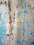 Textuur van een uitstekende blauwe deur stock afbeeldingen