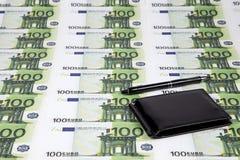 Textuur van euro honderd en portefeuille Stock Fotografie