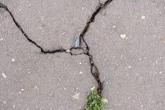 Textuur van gebarsten asfalt royalty-vrije stock foto's