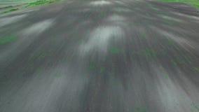 Textuur van geploegd gebied, 4k luchtmening van geploegd die gebied op het planten wordt voorbereid stock videobeelden