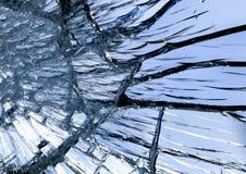 Textuur van glanzende blauwe spiegeloppervlakte met kleine en grote barsten royalty-vrije stock foto's
