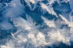 Textuur van ijs op blauwe achtergrond Stock Afbeelding