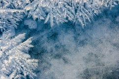 Textuur van ijs op blauwe achtergrond Stock Afbeeldingen