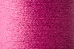Textuur van magenta draad in spoel royalty-vrije stock foto