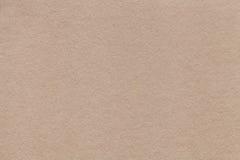 Textuur van oude beige document close-up Structuur van een dichte kleur van het kartonzand De achtergrond Stock Afbeeldingen