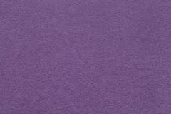 Textuur van oude donkere violette document close-up Structuur van een dicht karton De lavendelachtergrond Stock Afbeeldingen