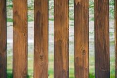 Textuur van oude droge houten raad met barsten en knopen stock foto's