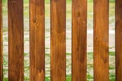 Textuur van oude droge houten raad met barsten en knopen stock afbeeldingen