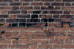 Textuur van rode bakstenen muur in teer De ruwe achtergrond van de bakstenen muurtextuur Rode bakstenen muur grunge achtergrond L stock foto's