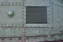Textuur van tankzijgevel, van metaal wordt en met een massa bouten en klinknagels wordt versterkt gemaakt die die royalty-vrije stock afbeelding