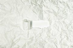 Textuur van verfrommeld grijs document dicht omhoog In het centrum gescheurde reepje Abstracte achtergrond voor lay-outs royalty-vrije stock afbeeldingen