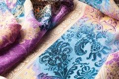 Textuurachtergrond, zijdestof, met abstract patroon Bl Stock Fotografie