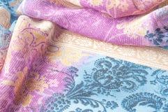 Textuurachtergrond, zijdestof, met abstract patroon Bl Stock Afbeeldingen