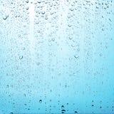 Textuurdalingen van water op transparante glasachtergrond Royalty-vrije Stock Foto's