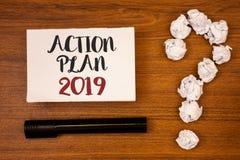 Textzeichen, das Aktionsplan 2019 zeigt Begriffsfoto Herausforderungs-Ideen-Ziele, damit neues Jahr-Motivation Ideen auf Papierhö Lizenzfreies Stockbild