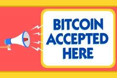 Textzeichen, das Bitcoin hier angenommen zeigt Begriffsfoto können Sie Sachen durch Warnsignale Cryptocurrencies-Mitteilung kaufe Stockfotos