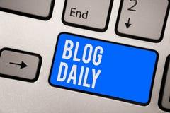Textzeichen, das Blog-Tageszeitung zeigt Tägliche Aufgabe des Begriffsfotos jedes möglichen Ereignisses über Internet oder Medien stockfotos