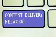Textzeichen, das Content Delivery Network zeigt Begriffsfoto geographisch zerstreute Netz von Proxy-Server Tastatur lizenzfreie stockfotografie
