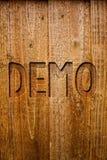 Textzeichen, das Demo zeigt Begriffs- Foto Probe-Beta Version Free Test Sample-Vorschau von etwas Prototyp-Ideenmitteilungen hölz lizenzfreie stockbilder