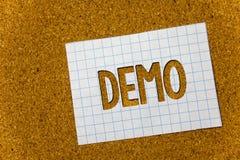 Textzeichen, das Demo zeigt Begriffs- Foto Probe-Beta Version Free Test Sample-Vorschau von etwas Prototyp-Korkenhintergrund note lizenzfreies stockbild