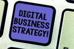 Textzeichen, das Digital-Geschäftsstrategie zeigt Begriffsfoto Plan für die Maximierung der Geschäftsnutzen Taste Absicht zu stock abbildung