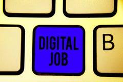 Textzeichen, das Digital-Job zeigt Begriffsfoto werden die Aufgabe bezahlt, die durch Internet und Personal-Computertastatur-blau stockfotos