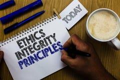 Textzeichen, das Ethik-Integritäts-Prinzipien zeigt Begriffsfotoqualität des Seins ehrlich und des Habens des starken moralischen lizenzfreie stockbilder