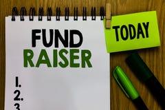 Textzeichen, das Geldbeschaffer zeigt Begriffsfotoperson, deren Job oder Aufgabe finanzielle Unterstützung des Suchvorganges für  lizenzfreies stockfoto