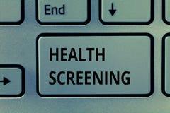Textzeichen, das Gesundheits-Siebung zeigt Begriffsfoto visierte die systematische Aktion an, die entworfen war, um Krankheiten z lizenzfreies stockfoto