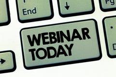 Textzeichen, das heute Webinar zeigt Begriffsfoto Darstellung, die im Internet Videokonferenz stattfindet stockbild