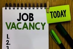 Textzeichen, das Job Vacancy zeigt Leerer oder verfügbarer zahlender Platz des Begriffsfotos in der kleinen oder großen Firmanoti lizenzfreies stockfoto