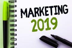 Textzeichen, das Marketing 2019 zeigt Begriffsfoto neues Jahr-Markt-Strategie-Neustart-Werbe-Ideen geschrieben auf Notizbuch BO Stockbild