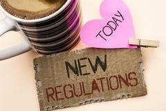 Textzeichen, das neue Regelungen zeigt Begriffsfoto Änderung von Gesetzen ordnet die Unternehmensstandard-Spezifikationen an, die Stockfotos