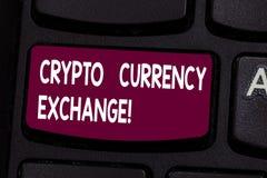 Textzeichen, das Schlüsselgeldumtausch zeigt Begriffsfoto Handel von digitalen Währungen für andere Anlagegüter Taste stockfotos