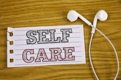 Textzeichen, das Selbsthilfe zeigt Begriffsfoto Schutz geben Sie selbst einzelne Steuerung Sorgfalt überprüfend stockfoto