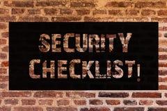 Textzeichen, das Sicherheits-Checkliste Begriffsfotoliste mit autorisierten Namen zeigt, um das Erlauben von Verfahren Backsteinm stockbild
