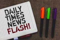 Textzeichen, das Daily Times-Blitznachrichten zeigt Schnelle Antwort des Begriffsfotos zu den Aktionen geschah auf Artikelart, di Stockbild