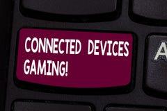 Textzeichen, das verbundenes Gerät-Spiel zeigt Begriffsfotogeräte funktionieren wechselwirkend und autonom Taste Absicht lizenzfreie abbildung