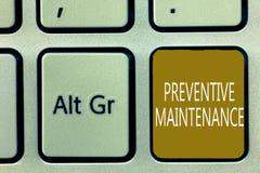 Textzeichen, das vorbeugende Wartung zeigt Begriffsfoto vermeiden den Zusammenbruch, der während die noch arbeitende Maschine erf stockfotos