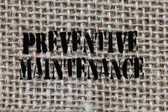 Textzeichen, das vorbeugende Wartung zeigt Begriffsfoto vermeiden den Zusammenbruch, der während die noch arbeitende Maschine erf lizenzfreie stockbilder