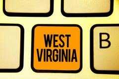 Textzeichen, das West Virginia zeigt Begriffsstaats-Reise-Tourismus-Reise-historische Tastatur orange KE der foto Vereinigten Sta Lizenzfreies Stockfoto