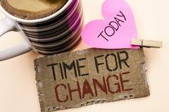 Textzeichen, das Zeit für Änderung zeigt Begriffsfoto riskieren ändernde Moment-Entwicklungs-neue Anfänge zu Grow geschrieben auf lizenzfreie stockfotografie