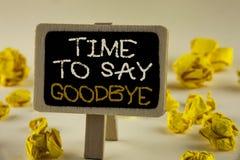 Textzeichen, das Zeit zeigt Abschied zu nehmen Der Begriffsfoto Trennungs-Moment, der Auseinanderbrechen-Abschied lässt, wünscht  Stockfotografie