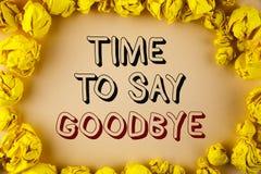 Textzeichen, das Zeit zeigt Abschied zu nehmen Der Begriffsfoto Trennungs-Moment, der Auseinanderbrechen-Abschied lässt, wünscht  Lizenzfreie Stockfotos