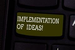 Textzeichen-Vertretung Durchführung von Ideen Begriffsfoto Ausführung des Vorschlags oder des Planes für das Handeln etwas Tastat lizenzfreie stockfotografie